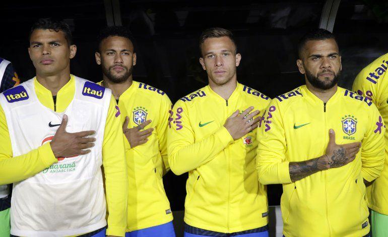 Perú sorprende a Neymar y Brasil con gol de cabeza a los 85
