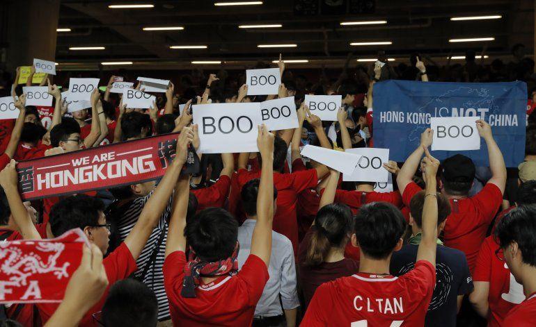 Gobierno de Hong Kong intenta calmar a los inversionistas