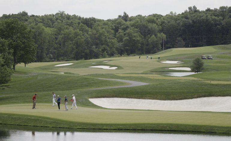 Acusan a un hombre por dañar campo golf de Trump