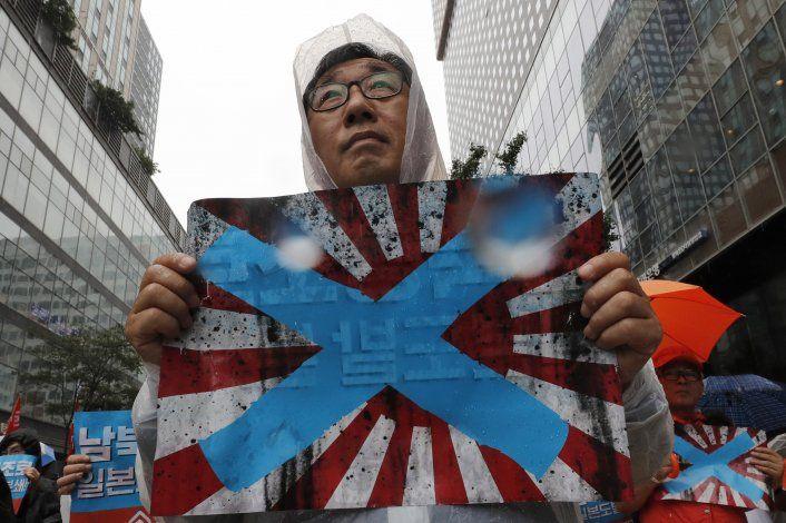 Surcorea pide prohibir bandera de 'sol naciente' en Tokio