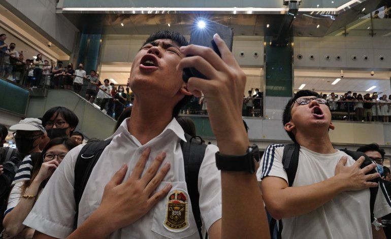 Los manifestantes en Hong Kong recurren al karaoke
