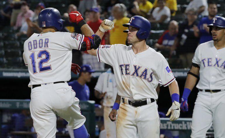 Con jonrón de Odor, Rangers superan a Rays