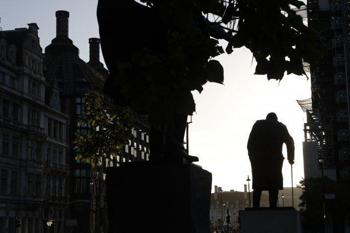 Johnson niega mentir a reina, corte rechaza recurso a Brexit
