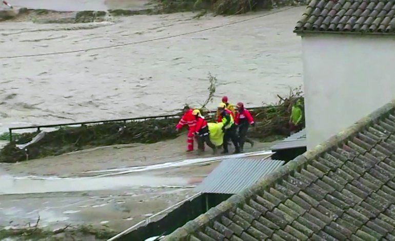 Lluvias dejan 2 muertes, grandes daños en sureste de España