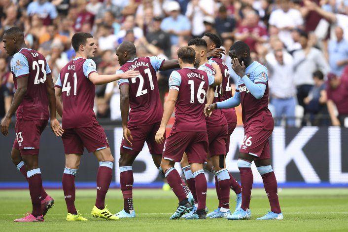 Premier League admite errores arbitrales, incluso con VAR
