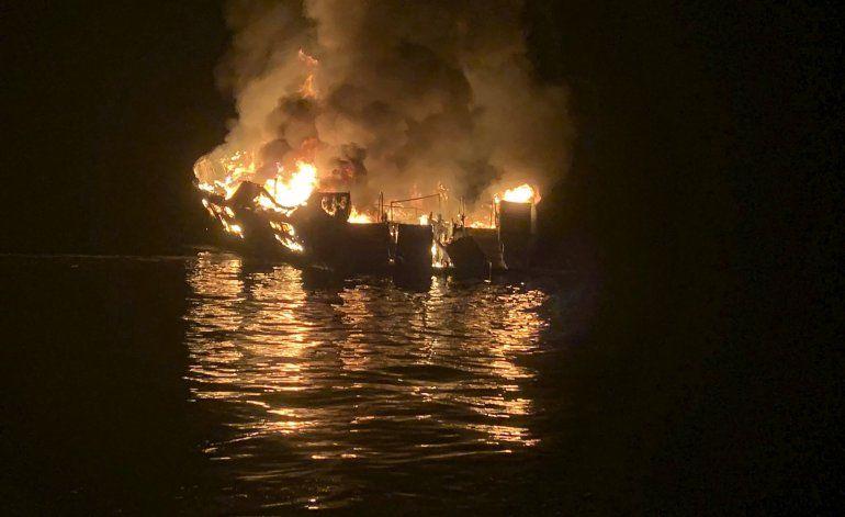 Tripulación dormía cuando se incendió barco en California