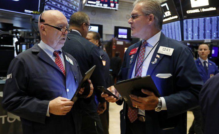 Optimismo en materia comercial impulsa alza en Wall Street