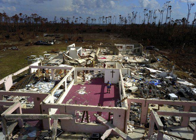 Bahamas inicia una titánica limpieza tras el paso de Dorian