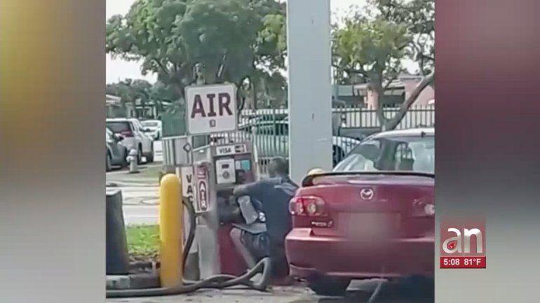 Arrestan a hombre que robaba el dinero de las aspiradoras de carros en gasolineras de Hialeah