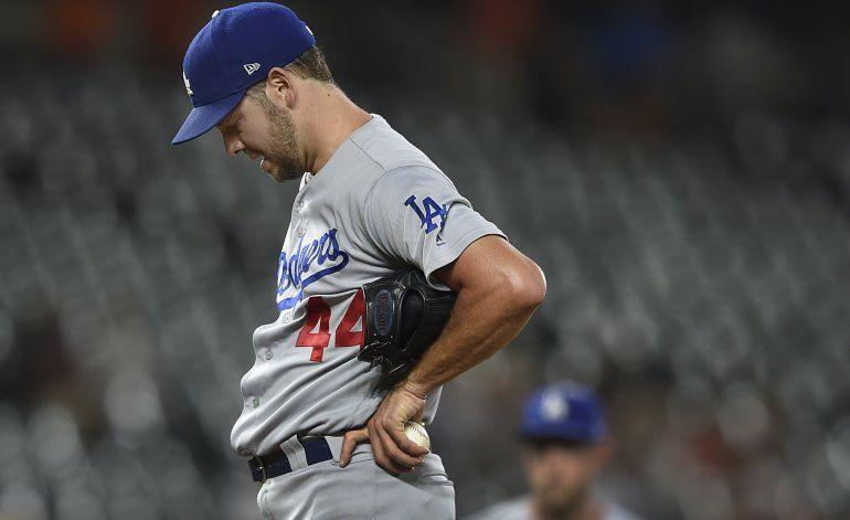 Hill se complica en su retorno, pero Dodgers ganan