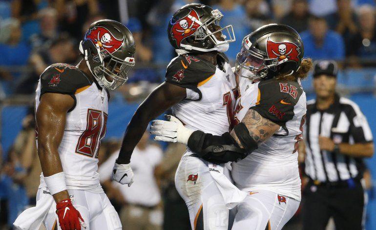 Bucs frenan a Panthers al final y se imponen