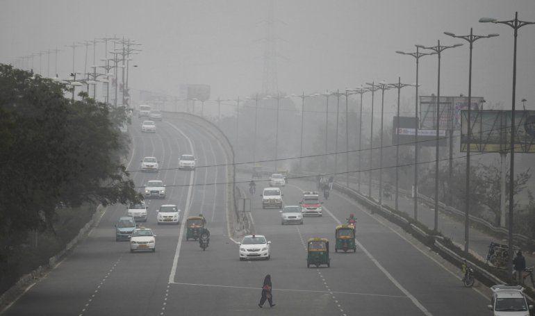 Nueva Delhi limitará circulación de autos por contaminación