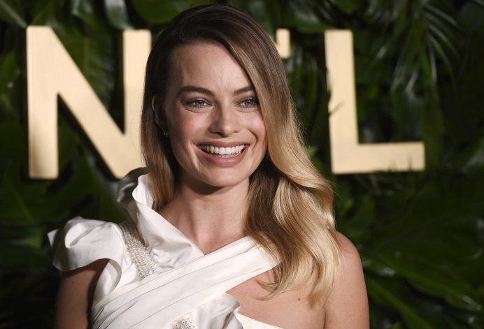 """Margot Robbie """"afortunada"""" como rostro de perfume de Chanel"""