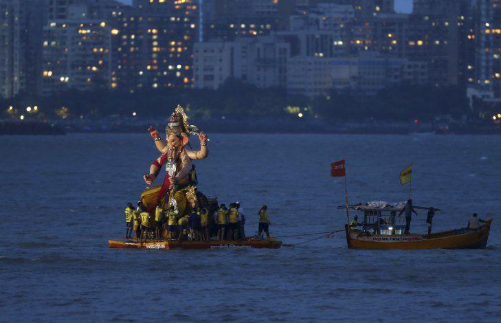 Más de 30 creyentes hindúes mueren ahogados en India