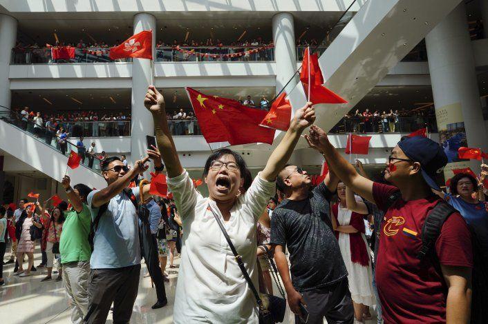 Postergan Abierto de Hong Kong ante fuertes protestas