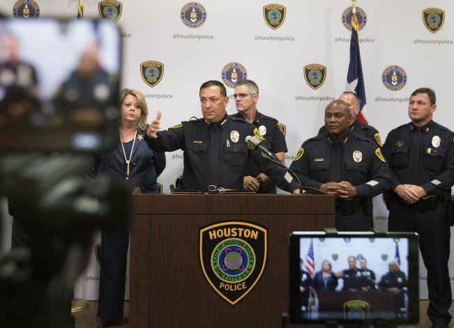 Houston: Policía resulta baleado tras persecución