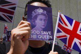 los manifestantes acuden al consulado britanico en hong kong