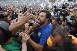 mitin en apoyo a salvini como lider de oposicion en italia