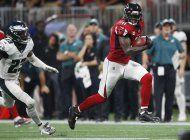 jones anota un td tardio, falcons derrotan 24-20 a eagles
