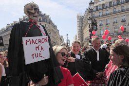 francia: profesionistas protestan contra reforma a pensiones