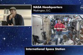 pitt a astronauta: ¿quien lo hizo mejor, clooney o yo?