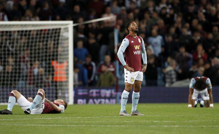Con 10, West Ham empata en casa del Aston Villa
