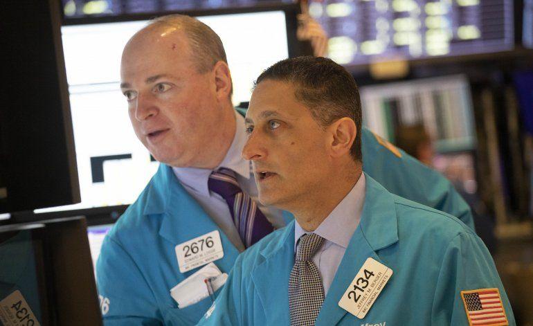 Wall Street cierra en baja por subida en precios de petróleo