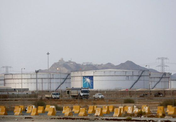 Se disparan precios del crudo tras ataques a Arabia Saudí
