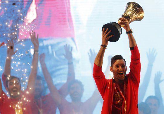 Rey de España recibe a campeones de Mundial de basquetbol