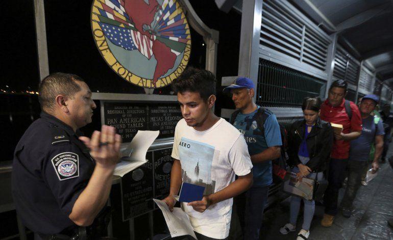 Noche en la frontera: miedo y nervios ante cita por asilo