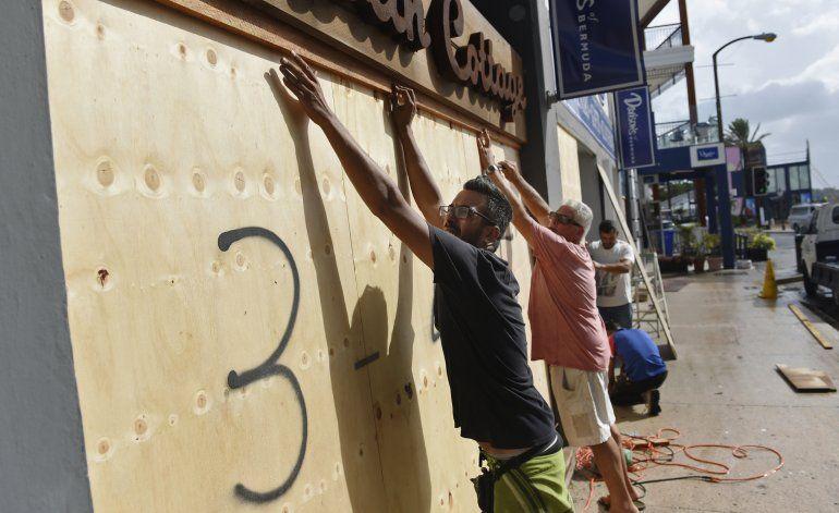 Bermudas se prepara para la llegada del huracán Humberto