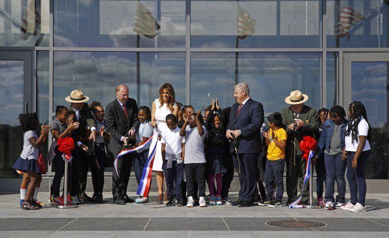 Melania Trump reabre oficialmente el monumento a Washington