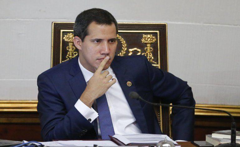 Mueren familiares de delincuente que sale en foto con Guaidó