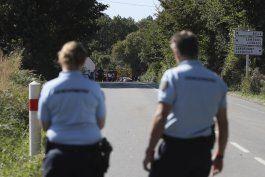 francia: piloto, atrapado en una linea electrica tras choque