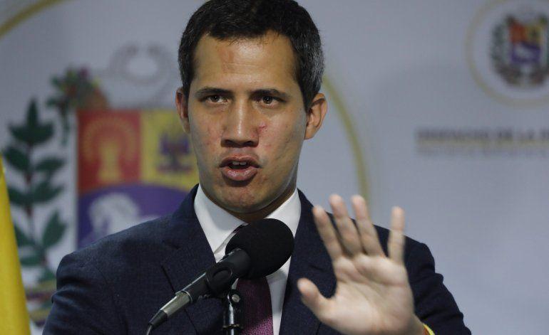 Venezuela: Arrestan a criminal que sale en foto con Guaidó