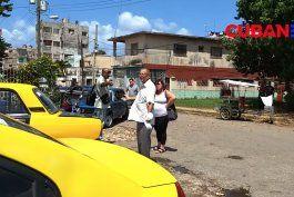 discusiones, calor, espera interminable: la odisea del cubano para comprar gasolina