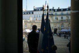 policia usa gas lacrimogeno ante varias protestas en paris