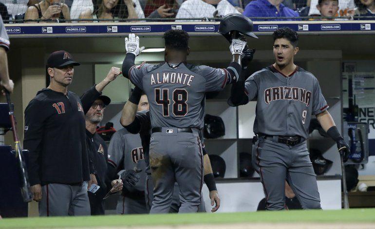 Almonte y Diamondbacks ganan a Padres en debut de Barajas