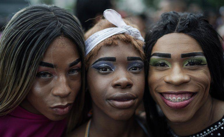 Miles toman calles de Río de Janeiro en marcha LGBT