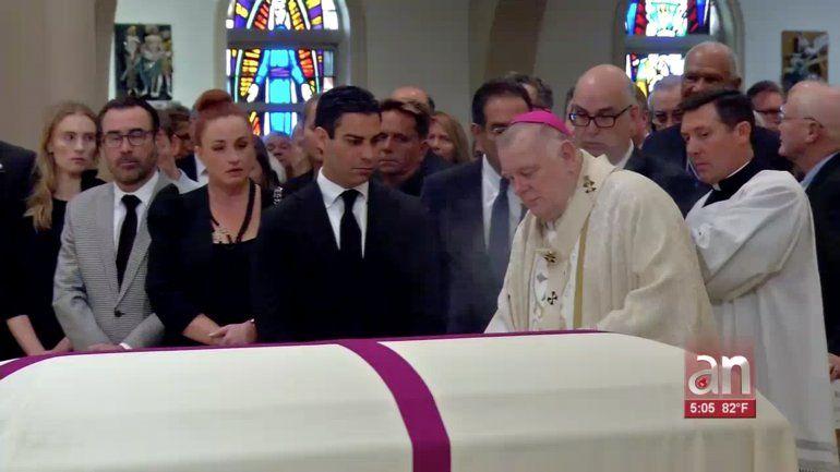 Con un sentido homenaje le dan el último adiós aMaurice Ferré