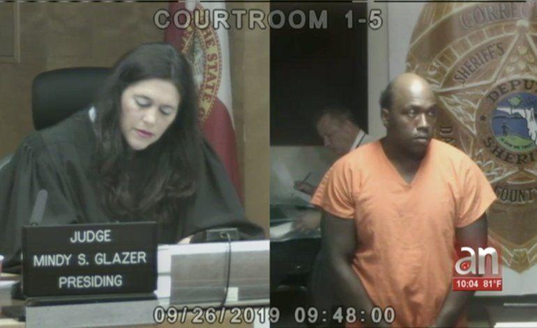 Comparece en corte  hombre que atacó a martillazos a  pareja de turistas en Miami Beach