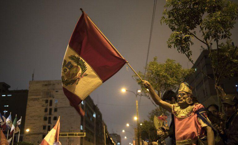 AP Explica: La caótica lucha por el poder en Perú