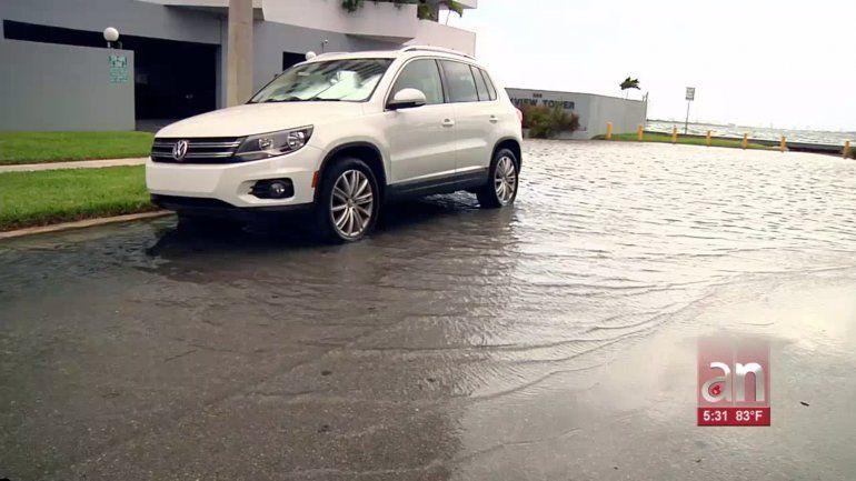 Marea Real inunda las zonas costeras de Miami