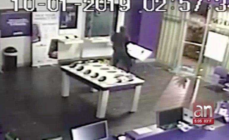 Investigan robo de teléfonos en una tienda MetroPCS  en el NW de Miami