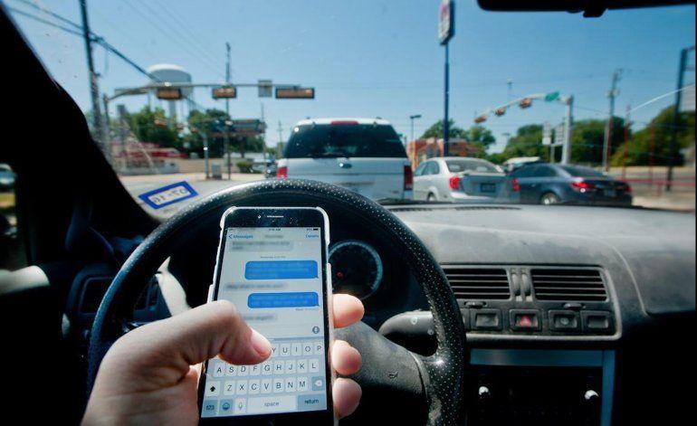 Entro en vigor ley que prohíbe utilizar el celular en zonas especificas mientras se maneja