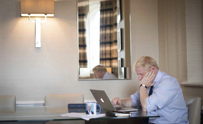 Johnson pide a la UE celebrar negociaciones rápidas