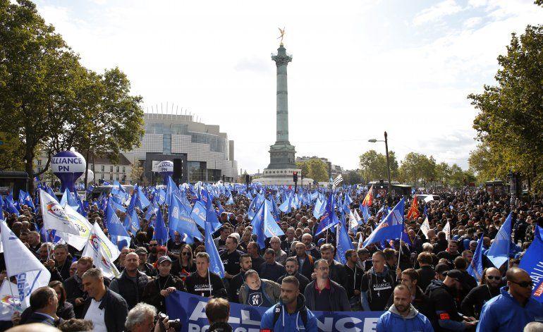 Agentes de policía francesa protestan por malas condiciones