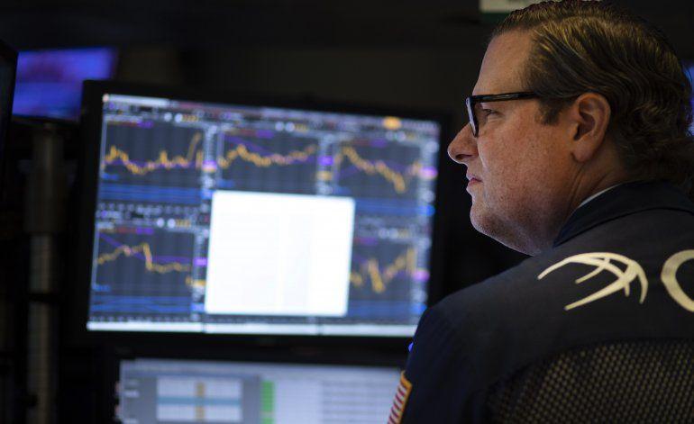 Wall Street cae de nuevo debido a tensiones comerciales