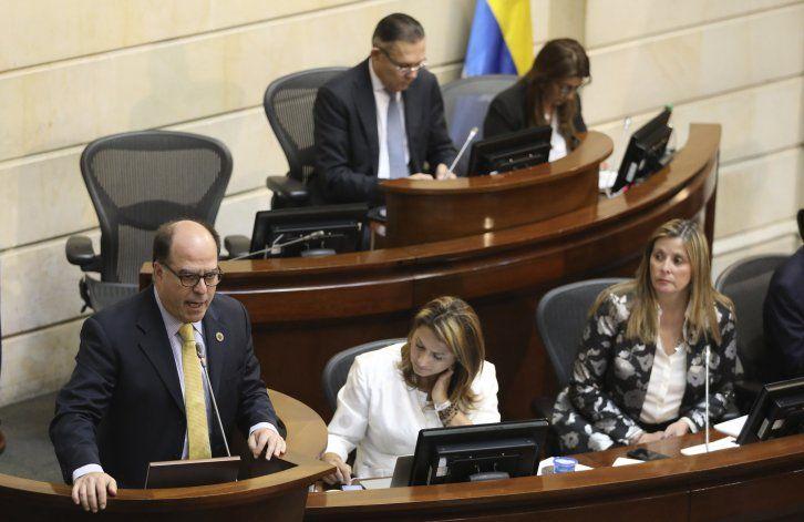 Colombia aborda problemática de migrantes venezolanos