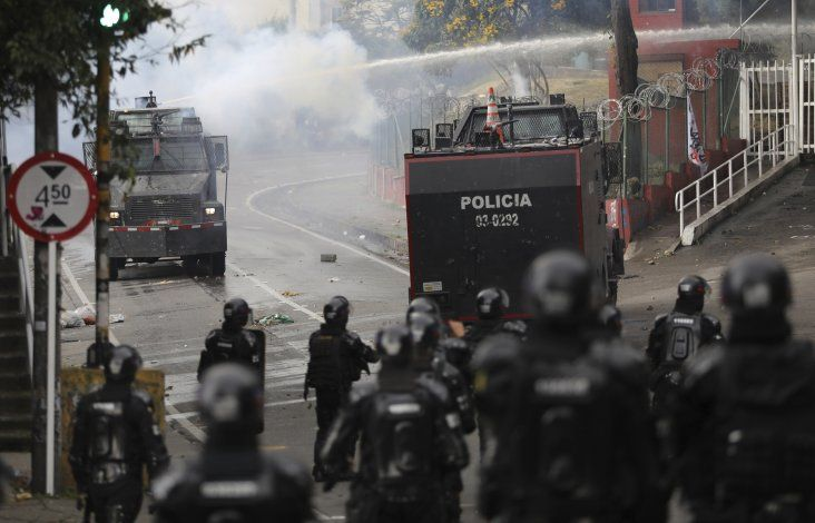 Universitarios colombianos protestan por corrupción